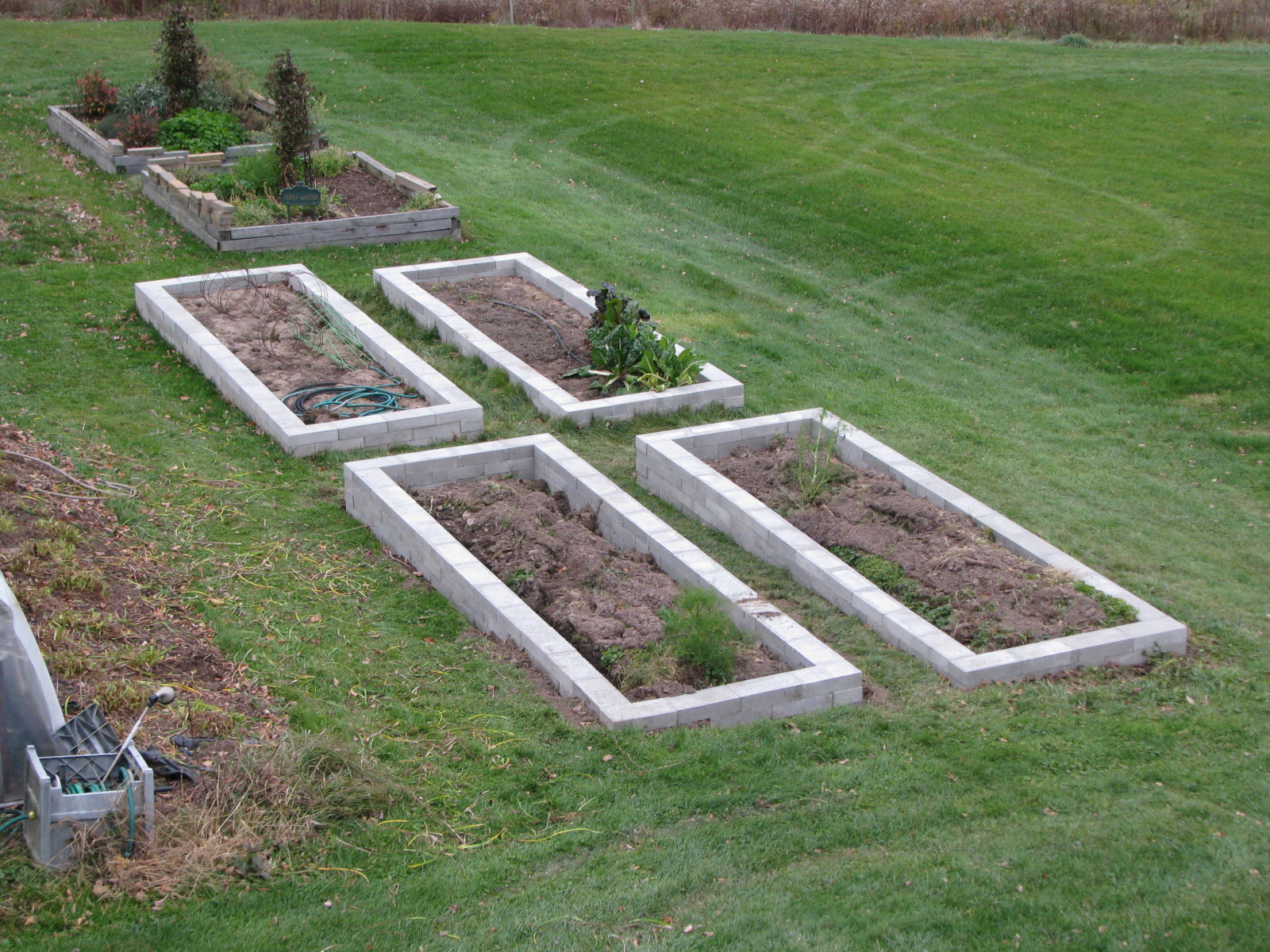 Garden greenhouse and raised beds 4 x 8 x 16 inch concrete cap block raised bed planters solutioingenieria Image collections